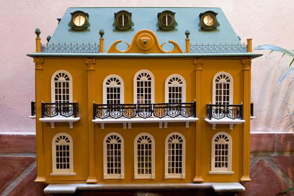 Museo casas de mu ecas visita al pa s de la miniatura for La casa de las munecas madrid