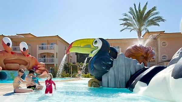Los cinco hoteles espa oles mejor situados en el ranking para familias viajar con hijos - Hotel piscina toboganes para ninos ...