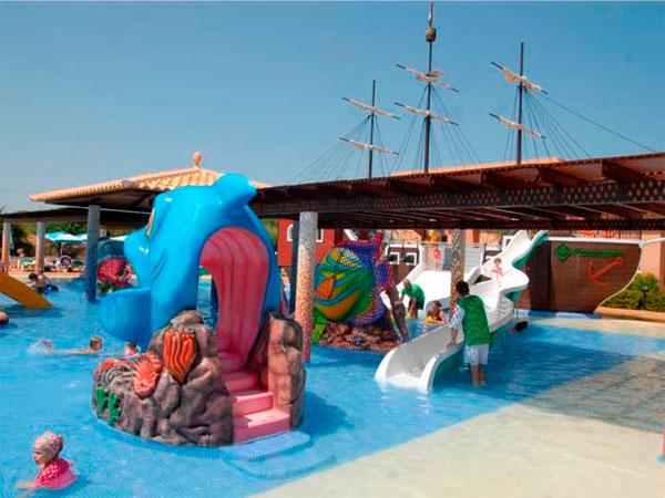 Hoteles para ni os listado de hoteles para viajar con ni os viajacontuhijo son vacaciones - Hotel piscina toboganes para ninos ...