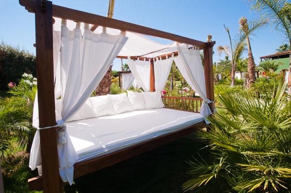 Oasis hotels resorts viajar con hijos for Camas balinesas para jardin
