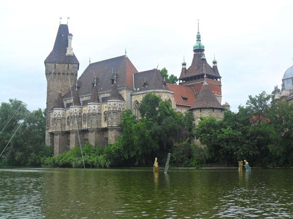 An cdotas en hungr a viajar con hijos for Oficina turismo budapest