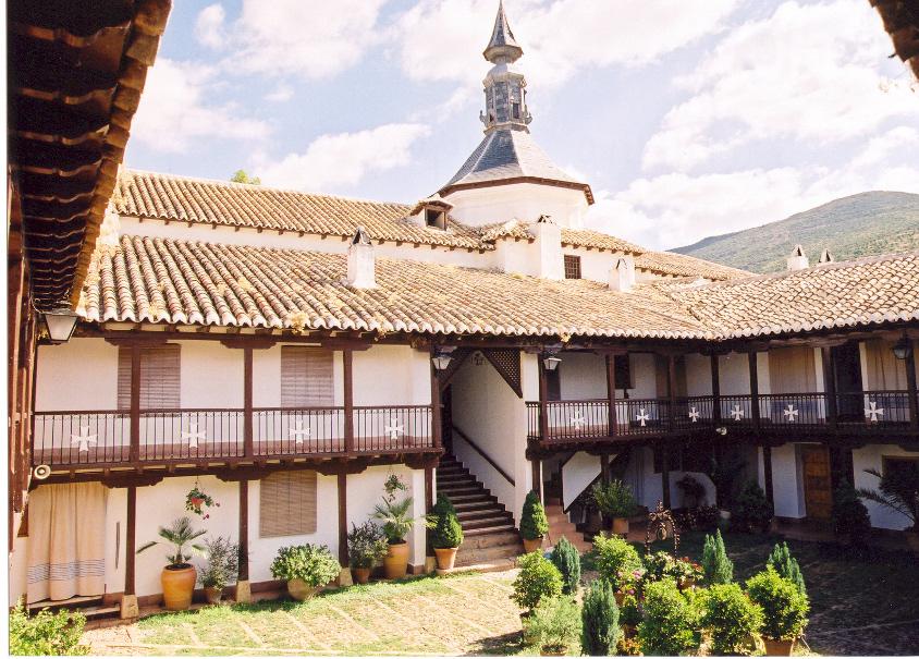 Patio Santuario Virgen de la Sierra