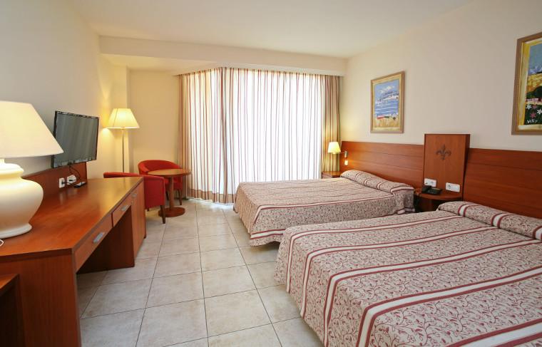 El hotel spa pe scola plaza suites resort familiar en for Habitacion familiar en once