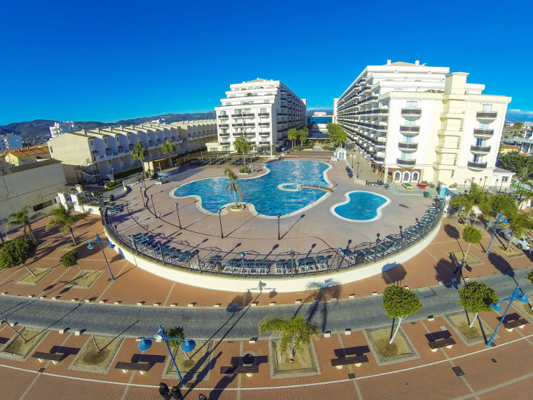 El hotel spa pe scola plaza suites resort familiar en for Hotel familiar valencia playa