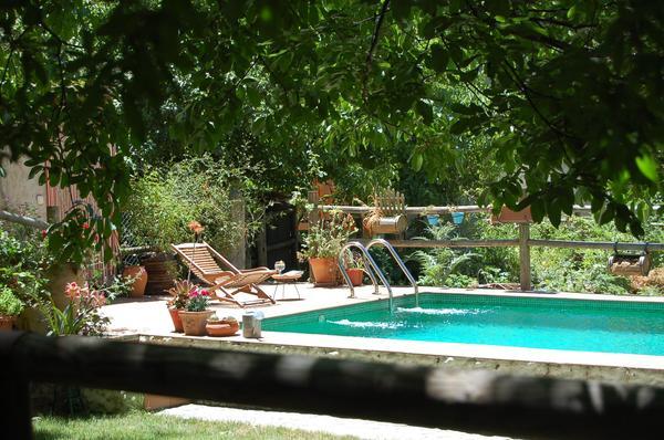 Casas rurales con piscina para este verano viajar con hijos for Casas rurales alicante con piscina