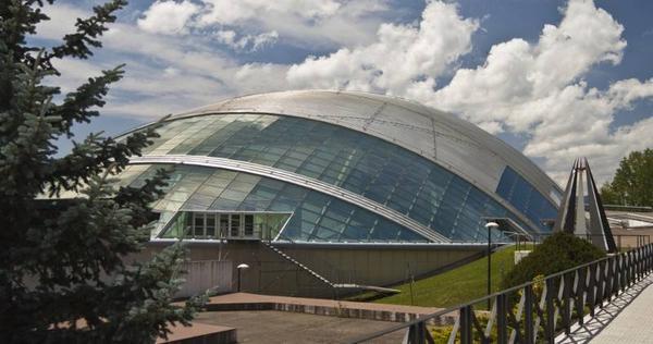El moderno Pabellón de Hielo acogió en 2007 la celebración del Festival Olímpico Internacional. La pista de hielo está abierta al público.