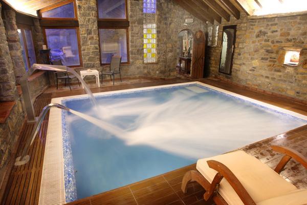 Casas con piscina climatizada para ir con ni os viajar for Casas rurales con piscina en castilla la mancha